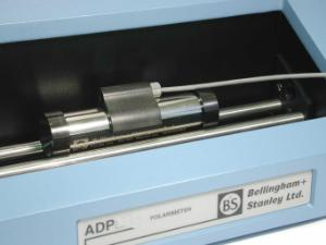 Quartz plate with temperature saddle in ADP polarimeter